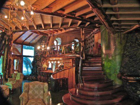 La Balade des Gnomes es uno de los hoteles más raros del mundo. Es como una cabaña.
