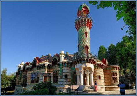 El Capricho de Antoni Gaudí, comillas
