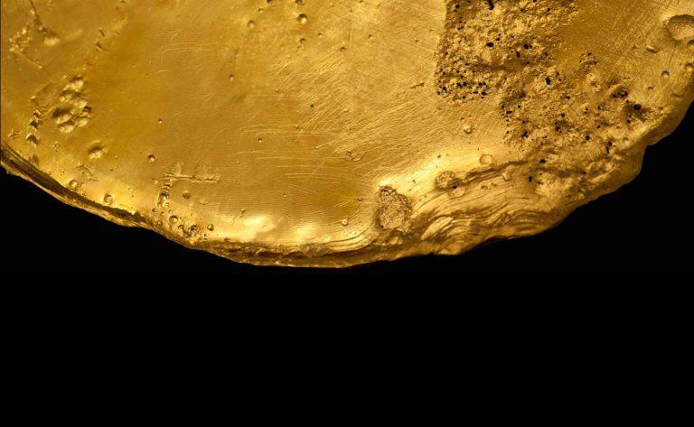 Placa de oro puro color dorado