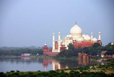Taj Majal junto al río