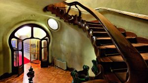 Escalera casa Balltó de Antoni Gaudí