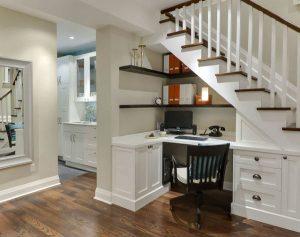 ideas para aprovechar espacios bajo la escalera