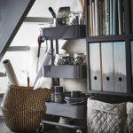ideas para aprovechar espacios con muebles bajo la escalera.