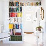ideas para aprovechar espacios en los marcos de las puertas