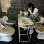 muebles reciclados con inodoros